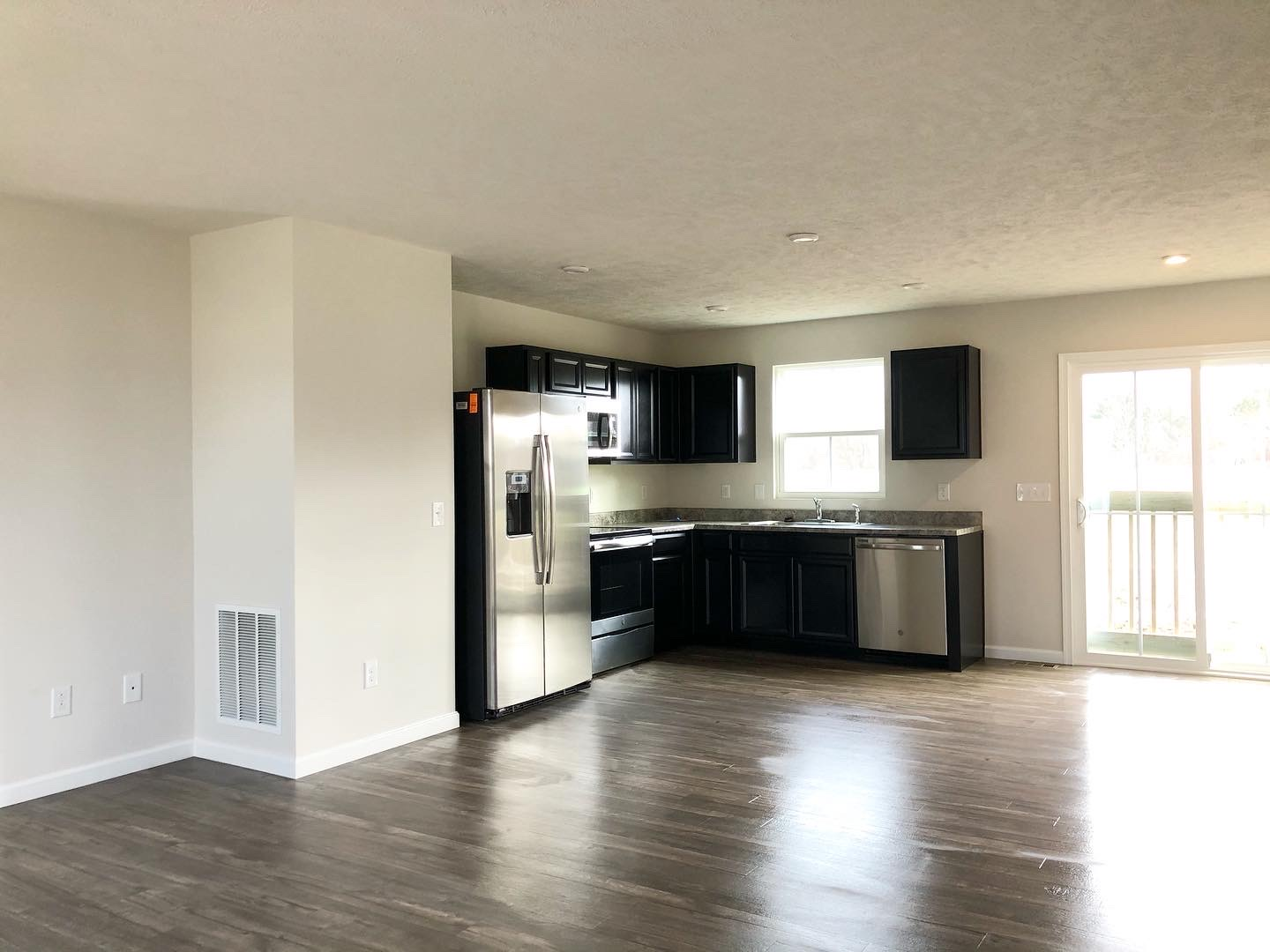 Residential & Commercial Cleaning Services in Lakewood